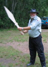 Fery wirft ein Riesemesser (ehemaliger Wegweiser zum Treffen :-)